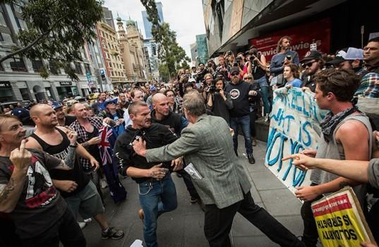 Anti-Islam and anti-racism protestors clash at a Reclaim Australia demonstration.