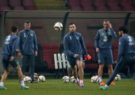 Ireland's Shane Duffy (centre) with Glenn Whelan and coach Roy Keane.